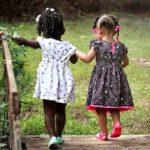 Dobra zabawa jako wstęp do nauki – czyli dlaczego warto pozwolić dzieciom być dziećmi?